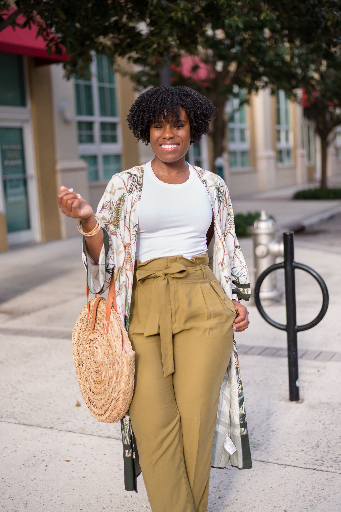 floral H&M kimono, high waist pants, linen paper bag pants, Target straw tote, how curvy girls wear high waist pants