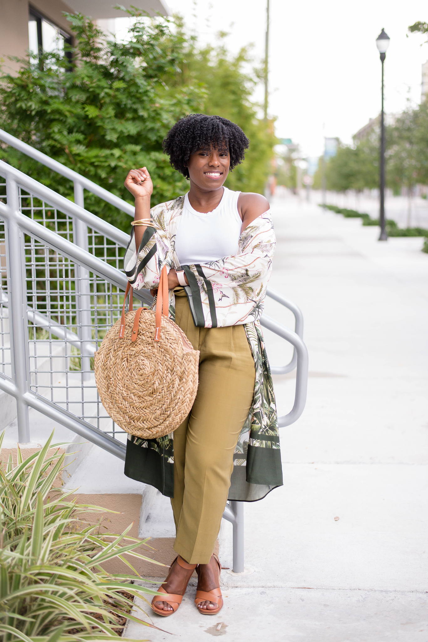 4c natural hair, wash n go, how to wear your 4c hair curly, summer work wear outfit, circle straw tote bag